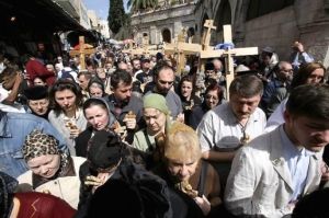 In the old town of Jerusalem, paving the way of Jesus Christ, the traditional Way of the Cross took place on the Good Friday towards Saint Sepulchre.