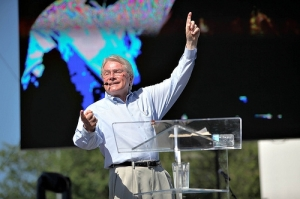 Popular evangelist Luis Palau preaches to the crowd at the Yakima Valley CityFest on Saturday, July 17, 2010 in Yakima, Washington.