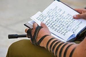 A soldier reads the Torah at the Western Wall.